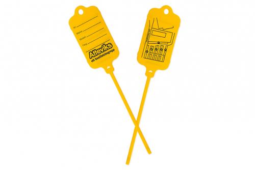 Keytag keltainen, molemmilla puolilla oma painatus